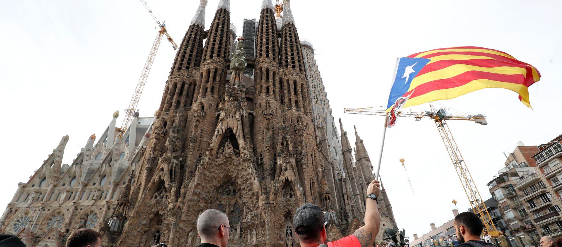 Strajk generalny przed hiszpańskim kościółem Sagrada Família - Sputnik Polska, 1920, 18.10.2019