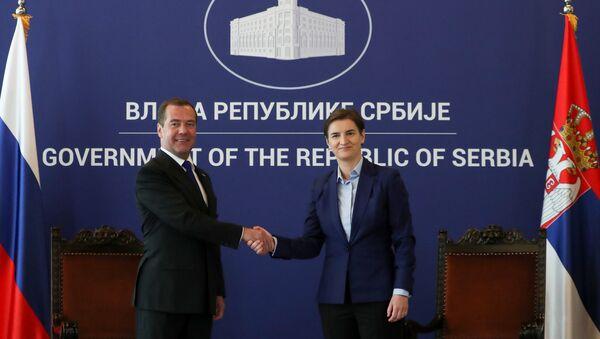 Premier Rosji Dmitrij Miedwiediew i szefowa serbskiego rządu Ana Brnabić na spotkaniu w Belgradzie. - Sputnik Polska