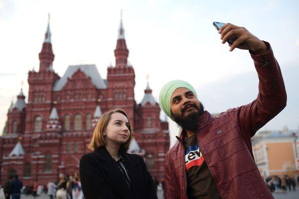 Turyści na Placu Czerwonym w Moskwie   - Sputnik Polska