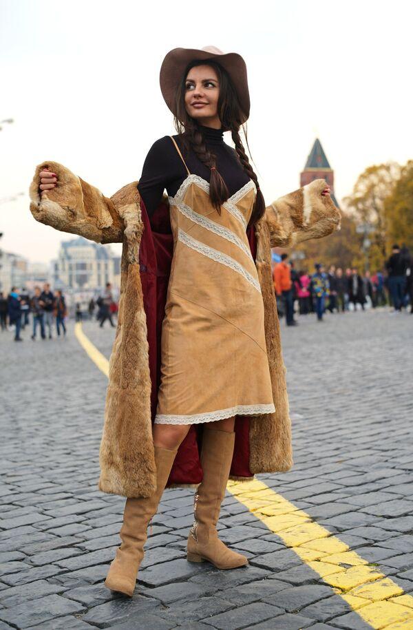 Turystka na Placu Czerwonym w Moskwie   - Sputnik Polska
