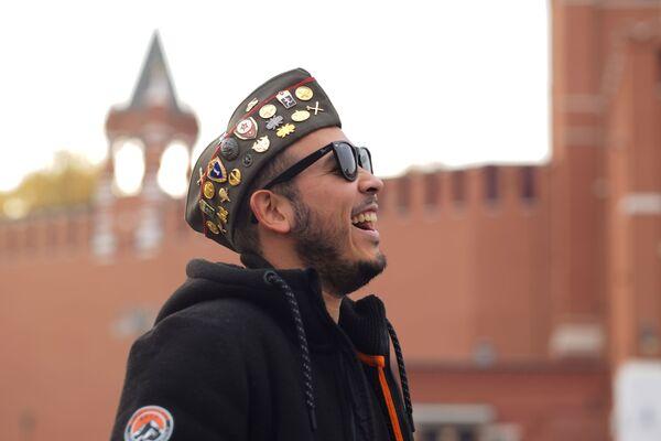 Zagraniczny turysta na Placu Czerwonym w Moskwie   - Sputnik Polska