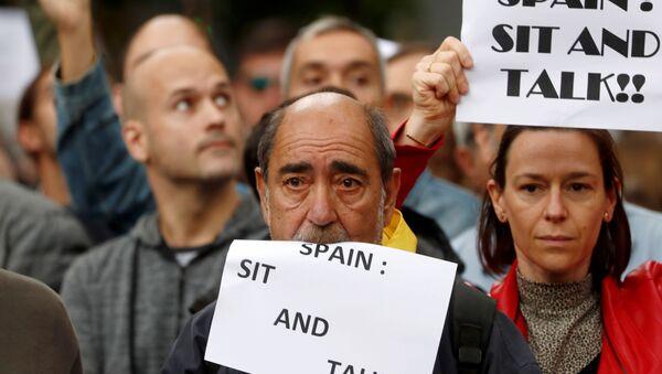 """Protest """"Spain: sit and talk"""" w Barcelonie - Sputnik Polska"""