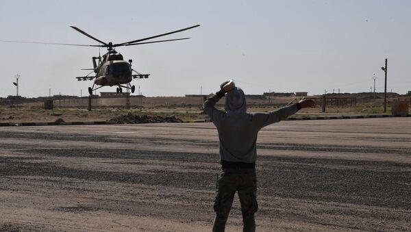 Śmigłowiec Mi-8 na lotnisku Dajr az-Zaur - Sputnik Polska