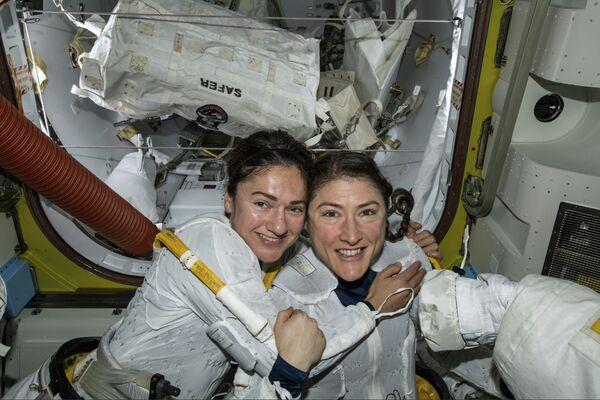 Astronautki Christina Koch i Jessica Meirna  - Sputnik Polska