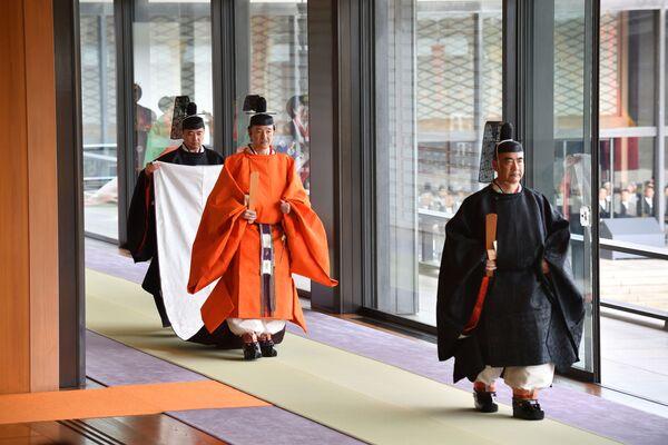 Akishino, książę Japonii, uczestniczy w ceremonii intronizacji cesarza Naruhito w Tokio - Sputnik Polska