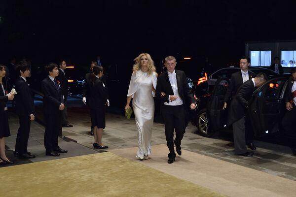 Czeski premier Andrej Babiš i jego żona przybywają do Pałacu Cesarskiego na bankiet z okazji intronizacji cesarza Naruhito w Tokio - Sputnik Polska
