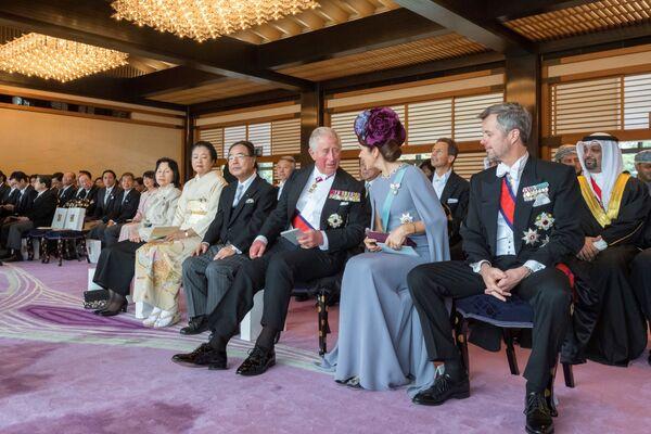 Brytyjski książę Karol, duńska księżna Mary i książę Fryderyk podczas ceremonii intronizacji cesarza Naruhito w Tokio - Sputnik Polska