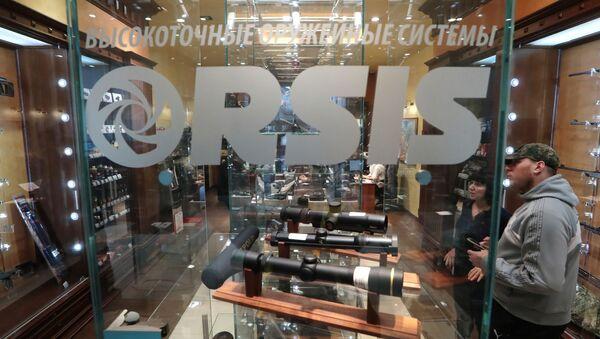 Sprzedaż broni w jednym ze sklepów ORSIS - Sputnik Polska