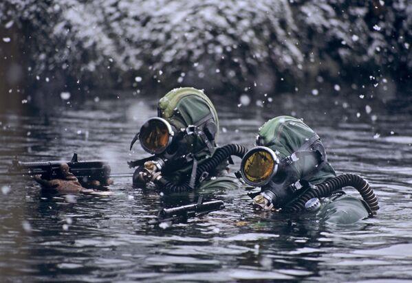 Specnaz podczas wypełniania zadań w Morzu Barentsa  - Sputnik Polska