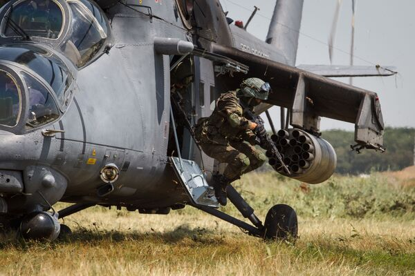 Loty szkoleniowe śmigłowca Mi-35M na terytorium Kraju Krasnodarskiego  - Sputnik Polska
