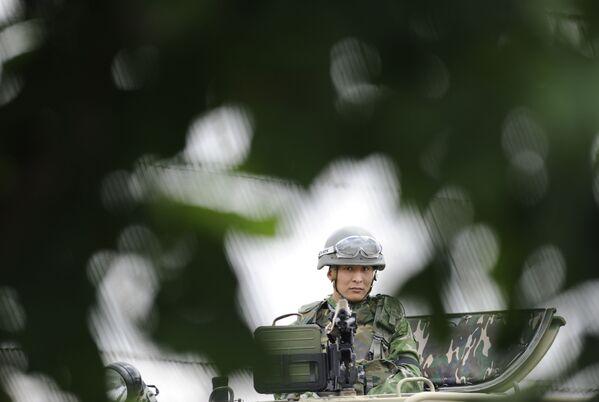 Strzelec na opancerzonym samochodzie terenowym STS Tiger podczas ćwiczeń w obwodzie rostowskim - Sputnik Polska