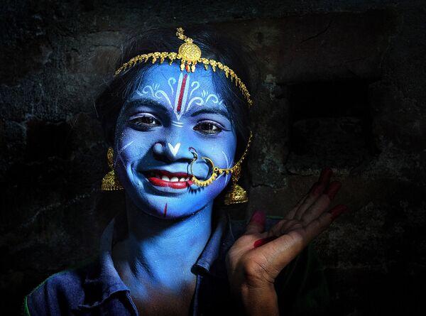 """Zdjęcie """"Magic of color"""". Wykonał je fotograf z Indii Pranab Basak w ramach konkursu fotograficznego World's Best Photos of #Blue2019 - Sputnik Polska"""
