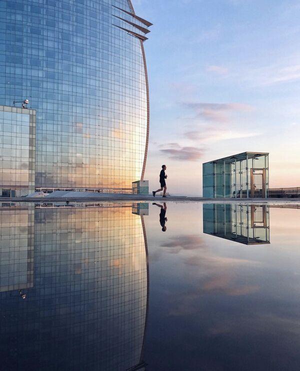 """Zdjęcie """"En un món blau"""". Wykonał je fotograf z Hiszpanii Albert Castañe w ramach konkursu fotograficznego World's Best Photos of #Blue2019 - Sputnik Polska"""