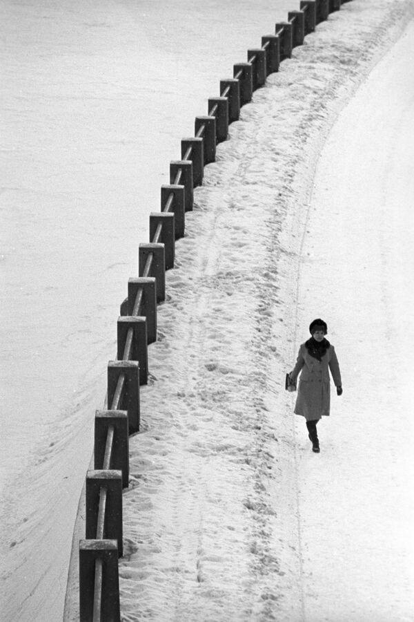 Spacer po nabrzeżu, 1973 rok  - Sputnik Polska