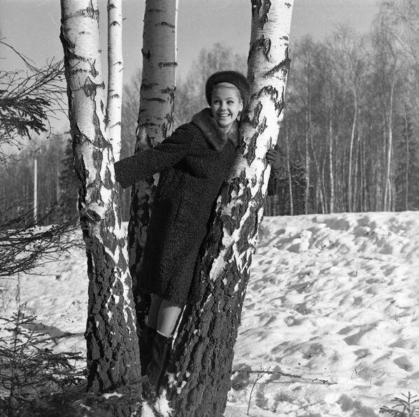 Kolekcja rosyjskich futer 1965 roku: futro z owcy z kołnierzem z norki  - Sputnik Polska