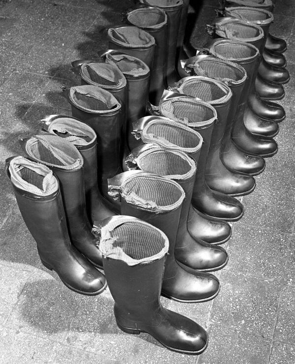 Gumowe kalosze z moskiewskiej fabryki Czerwony bohater, 1962 rok  - Sputnik Polska