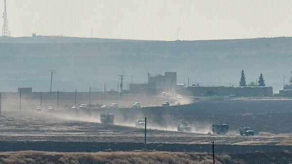 Tureckie i rosyjskie pojazdy patrolowe w pobliżu tureckiego miasta granicznego Kyzyltepe w prowincji Mardin, Turcja - Sputnik Polska