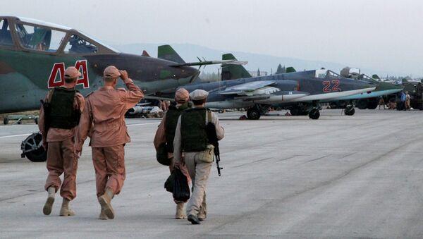 Personał techniczny na lotnisku Hmelmin w Syrii, gdzie obecnie stacjonują rosyjskie samoloty - Sputnik Polska