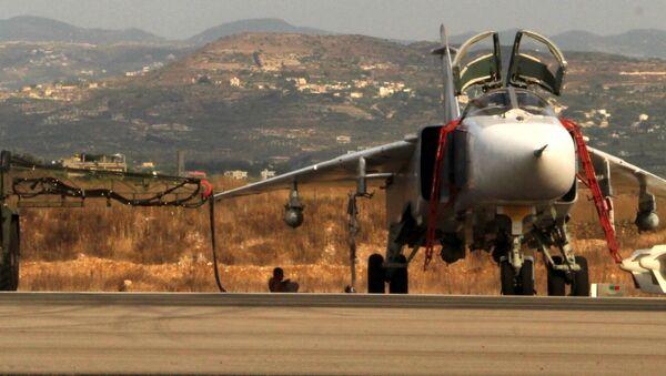 Rosyjskie samoloty Su-24 na lotnisku w pobliżu Latakii, Syria - Sputnik Polska