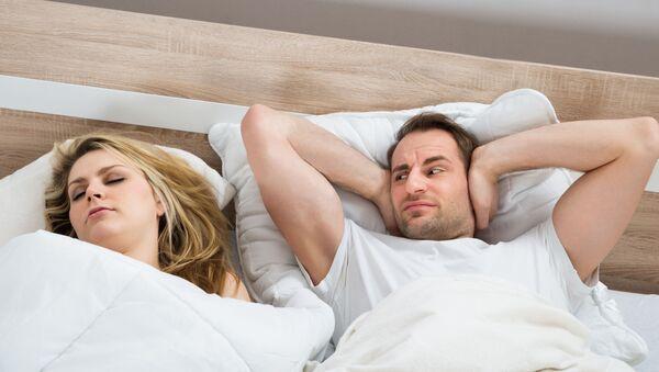 Kobiety chrapią tak samo głośno jak mężczyźni.  - Sputnik Polska