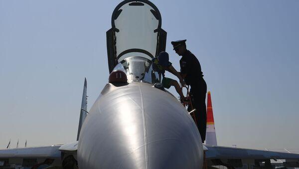 Wielozadaniowy myśliwiec Su-35S - Sputnik Polska