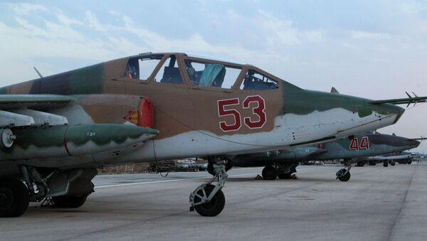 Rosyjski samolot Su-25 w bazie lotniczej Hmelmin w Syrii - Sputnik Polska