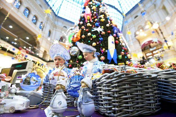 Ozdoby świąteczne w domu towarowym GUM - Sputnik Polska