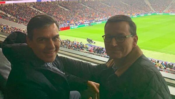 Mateusz Morawiecki i Pedro Sanchez na meczu, wizyta w Madrycie - Sputnik Polska