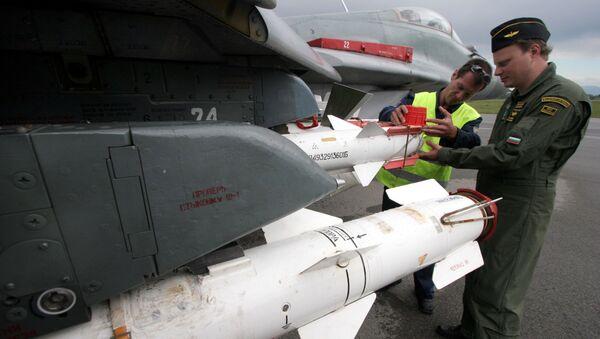 Kontrola bułgarskiego myśliwca MiG-29 przed lotem  - Sputnik Polska