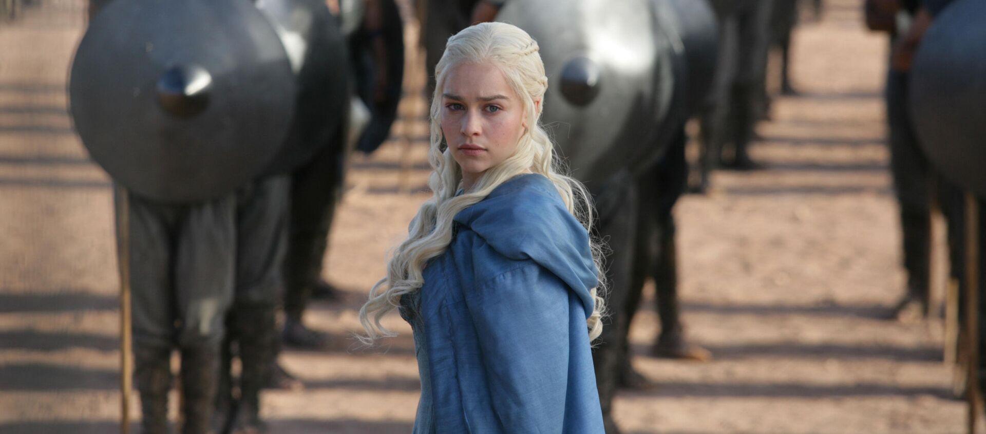Emilia Clark, odtwórczyni roli Daenerys Targaryen w serialu Gro o tron - Sputnik Polska, 1920, 25.01.2020