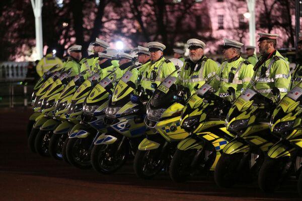 Policja przed rezydencją brytyjskich monarchów przed rozpoczęciem szczytu NATO, Londyn  - Sputnik Polska
