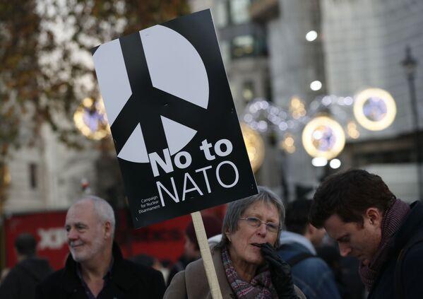 Protesty przeciwko szczytowi NATO  - Sputnik Polska