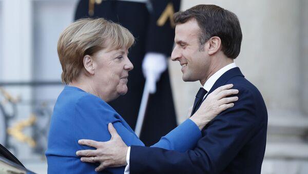 """Kanclerz Niemiec Angela Merkel i prezydent Francji Emmunuel Macron na szczycie """"normandzkiej czwórki"""" w Paryżu - Sputnik Polska"""