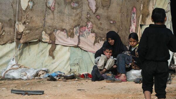 Syryjscy uchodźcy w obozie namiotowym w prowincji Homs. - Sputnik Polska