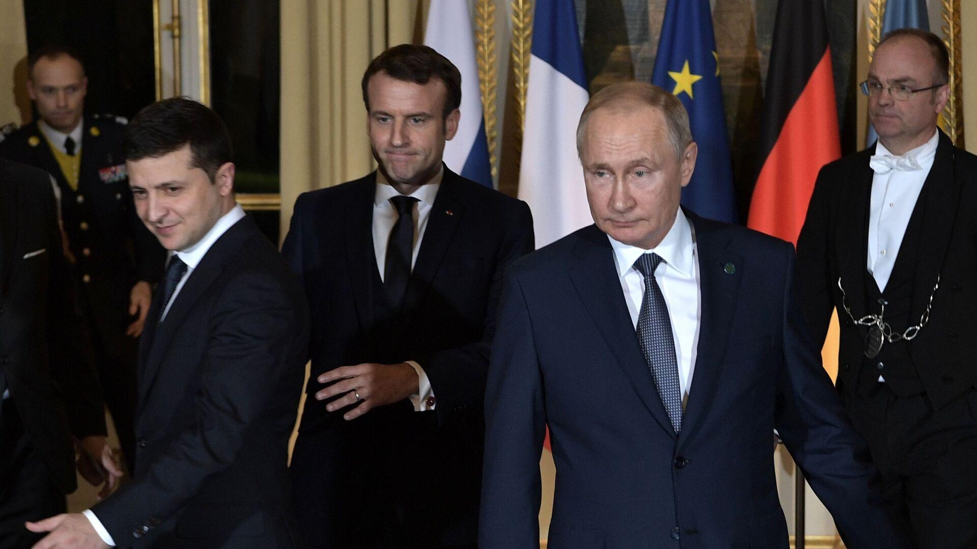 """Szczyt """"normandzkiej czwórki"""" w Paryżu. Wołodymyr Zełenski, Emmanuel Macron i Władimir Putin. - Sputnik Polska, 1920, 11.10.2021"""