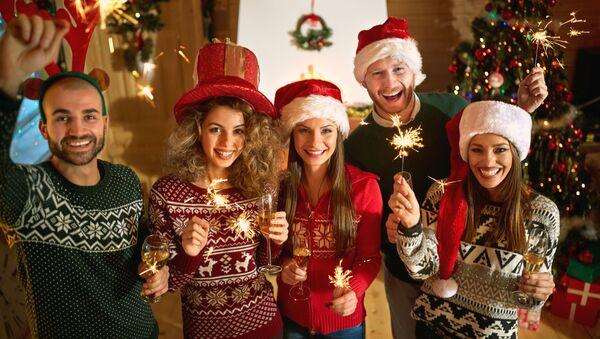 Przyjaciele świętują Boże Narodzenie - Sputnik Polska