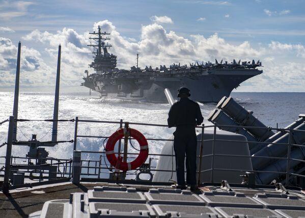 Amerykańskie lotniskowce USS Ronald Reagan i USS Chancellorsville  - Sputnik Polska