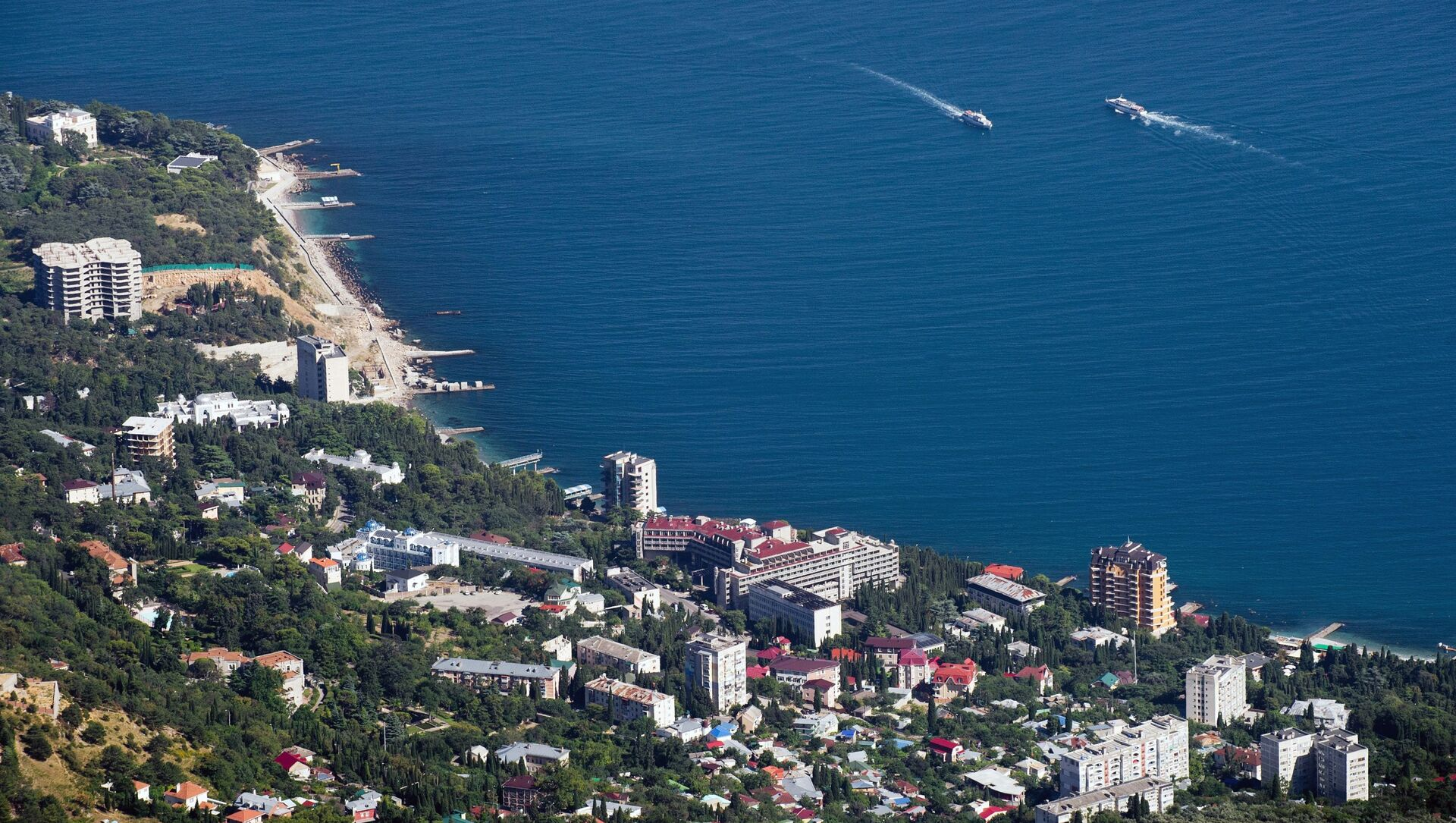 Widok na wybrzeże Morza Czarnego ze szczytu góry Ai-Petri na Krymie - Sputnik Polska, 1920, 01.03.2021