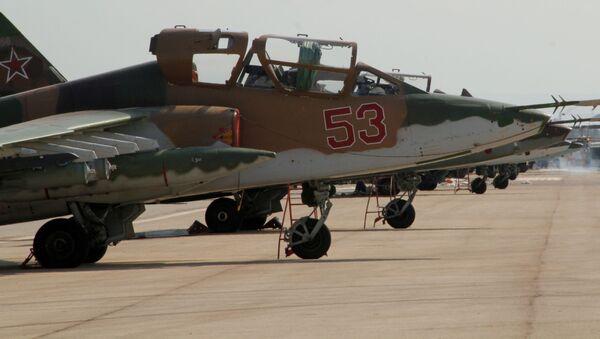Rosyjski myśliwiec Su-25 w bazie lotniczej Hmelmin w Syrii - Sputnik Polska
