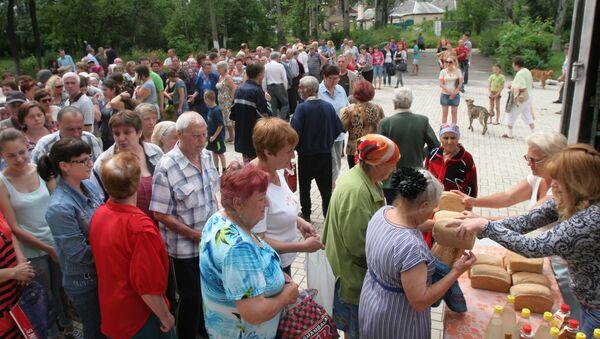 Rozdawanie pomocy humanitarnej w Doniecku - Sputnik Polska