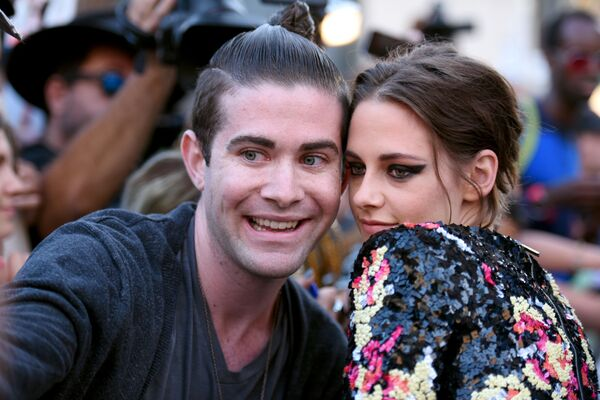 Kristen Stewart z fanem - Sputnik Polska