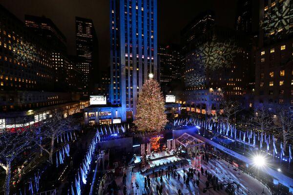 Choinka na placu przed Rockefeller Center w Nowym Jorku - Sputnik Polska