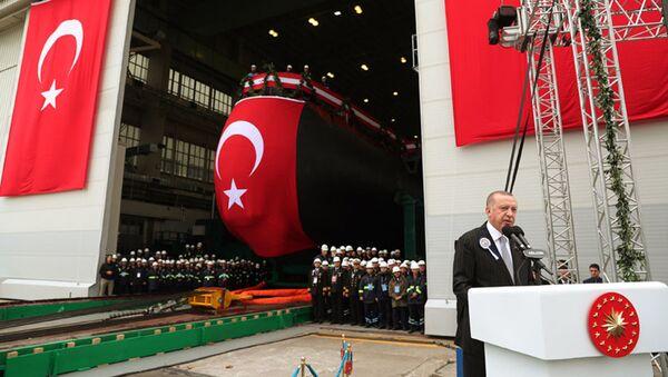Ceremonia zwodowania pierwszego tureckiego okrętu podwodnego Piri Reis w stoczni wojennej Gölcük na północnym zachodzie kraju. - Sputnik Polska