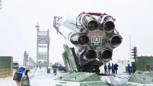 """Rakieta """"Proton-M"""" z satelitą """"Elektro-L"""" nr 3 w kompleksie startowym - Sputnik Polska"""