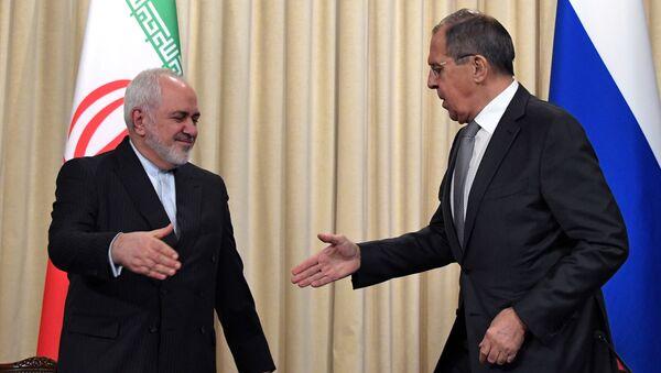Ministrowie spraw zagranicznych Rosji i Iranu, Siergiej Ławrow i Mohammad Dżawad Zarif. - Sputnik Polska