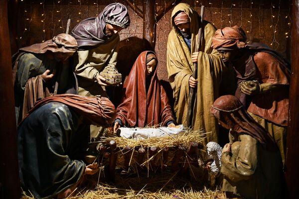 Szopka bożonarodzeniowa w Pietropawłowskim Soborze Katedralnym w Symferopolu - Sputnik Polska