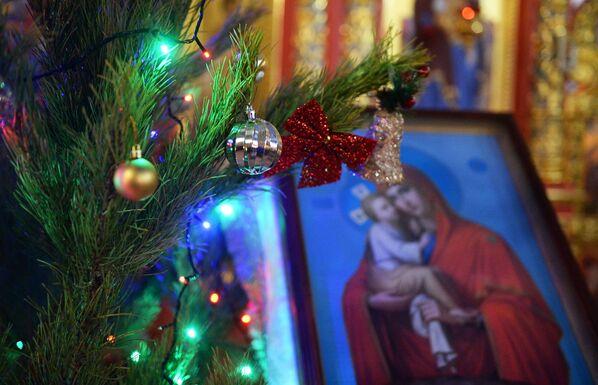 Liturgia bożonarodzeniowa w Cerkwi św. Michała Archanioła w Groznym - Sputnik Polska