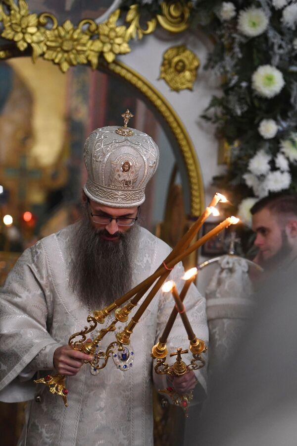 Zwierzchnik Cerkwi Zaśnięcia Bogurodzicy, arcybiskup Innocenty w czasie liturgii bożonarodzeniowej we Władywostoku - Sputnik Polska