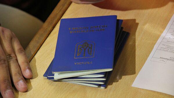 Ukraińskie paszporty - Sputnik Polska