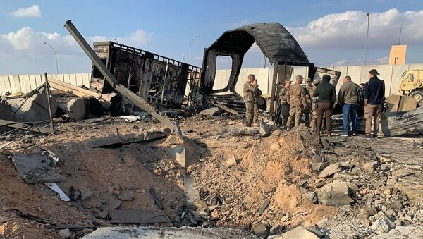 Amerykańscy żołnierze na miejscu ostrzału rakietowego baz USA w Iraku - Sputnik Polska